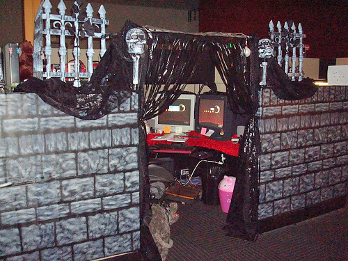 funny-halloween-real-office-prank-picture-castle-cubicle