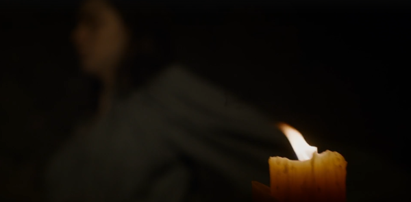 Episode 8 Arya slicing into the candle
